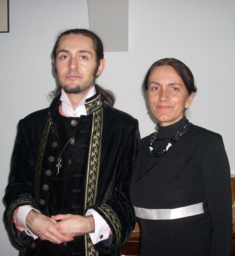 """Lansarea volumului """"Surâsul meu Gothic"""" -Dorina Neculce în cadrul Colocviului- """"Estetica gotică şi ecouri moderne""""-10 dec 2011 Dscn0426"""