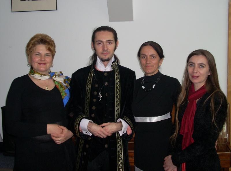 """Lansarea volumului """"Surâsul meu Gothic"""" -Dorina Neculce în cadrul Colocviului- """"Estetica gotică şi ecouri moderne""""-10 dec 2011 Dscn0427"""