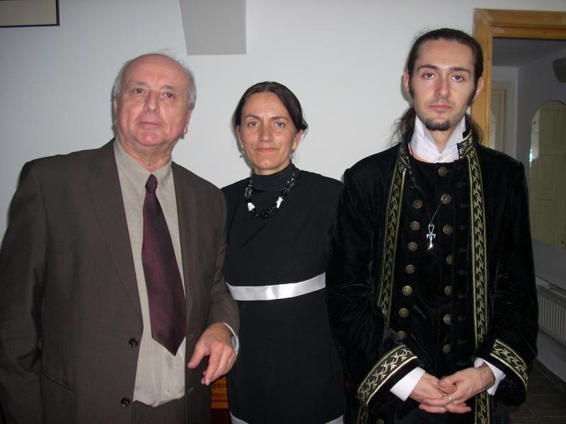 """Lansarea volumului """"Surâsul meu Gothic"""" -Dorina Neculce în cadrul Colocviului- """"Estetica gotică şi ecouri moderne""""-10 dec 2011 Dscn0428"""