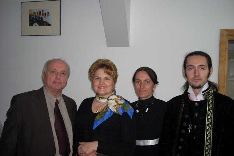 """Lansarea volumului """"Surâsul meu Gothic"""" -Dorina Neculce în cadrul Colocviului- """"Estetica gotică şi ecouri moderne""""-10 dec 2011 Dscn0429"""