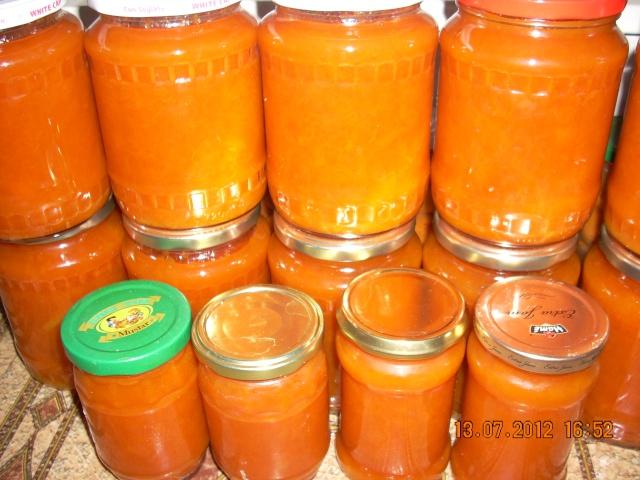 Dulceţuri tradiţionale, siropuri, gemuri, compot pt.iarna şi fructe confiate. Dulcea14