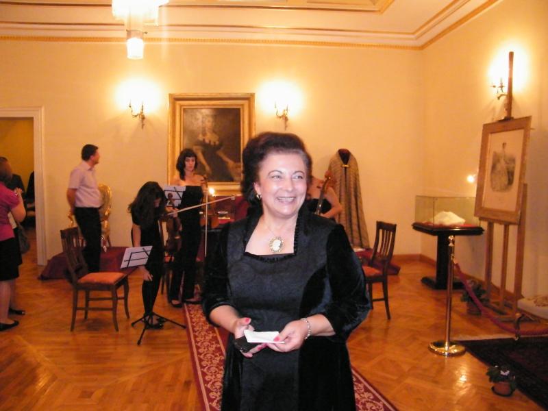 DOAMNA ELENA CUZA UN DESTIN PENTRU ROMÂNIA   Elena_22
