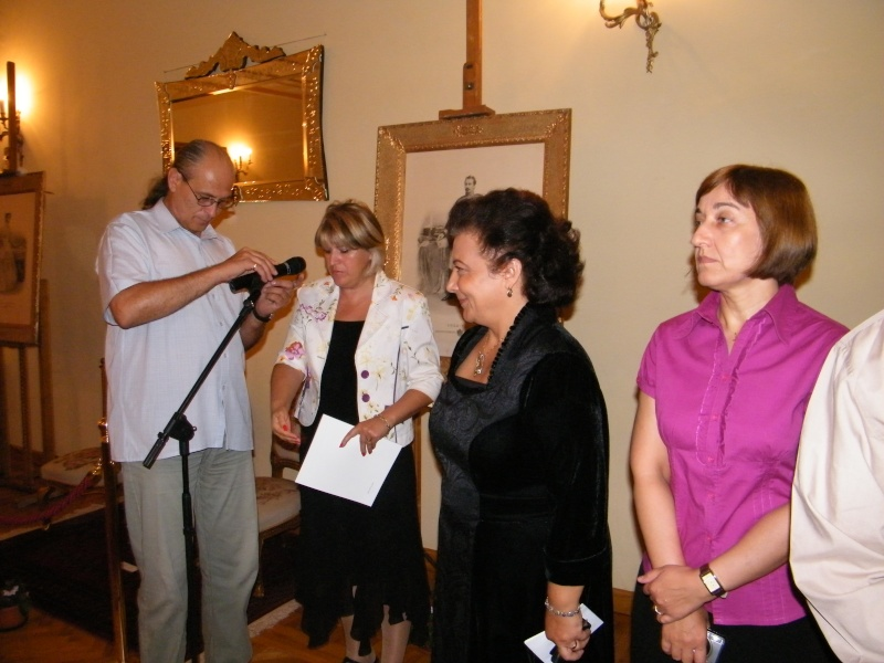 DOAMNA ELENA CUZA UN DESTIN PENTRU ROMÂNIA   Elena_23