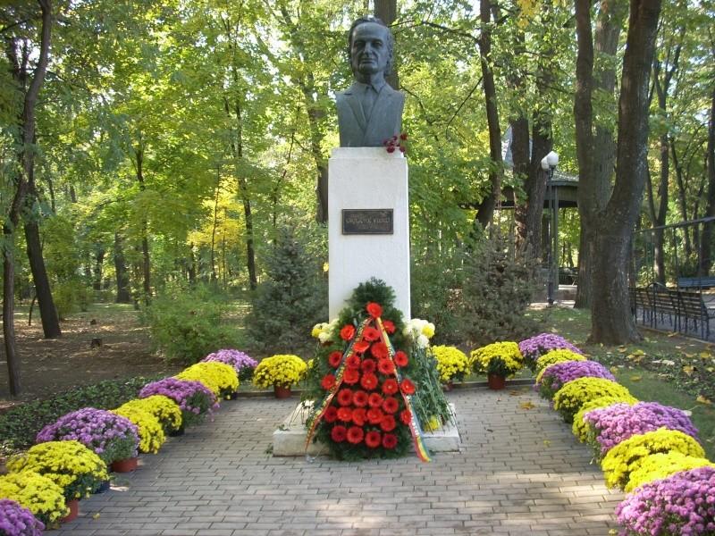 """Festivalul Internaţional de Poezie """"Grigore Vieru""""-Iasi si Chisinau- editia 2011  Festiv11"""