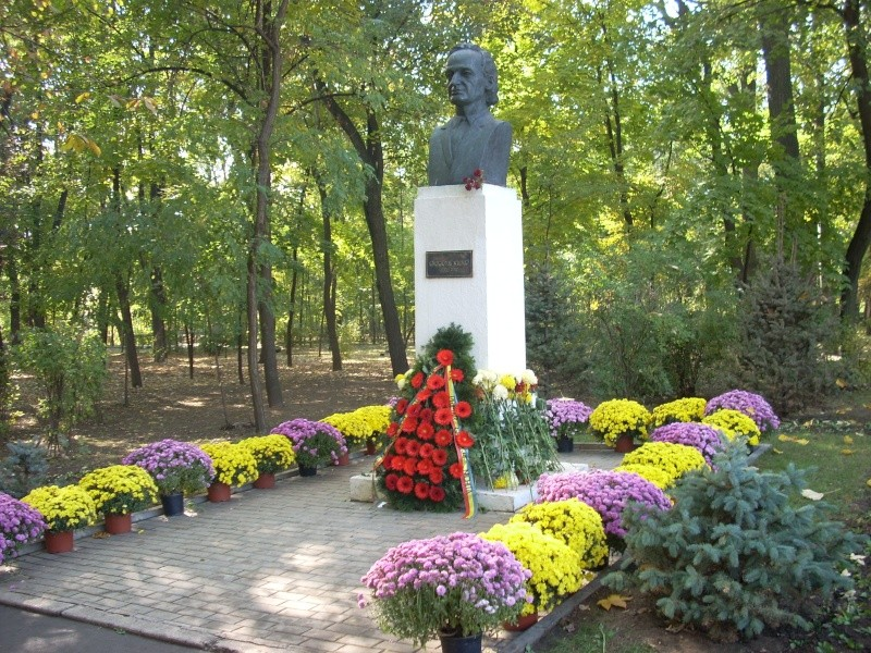 """Festivalul Internaţional de Poezie """"Grigore Vieru""""-Iasi si Chisinau- editia 2011  Festiv12"""