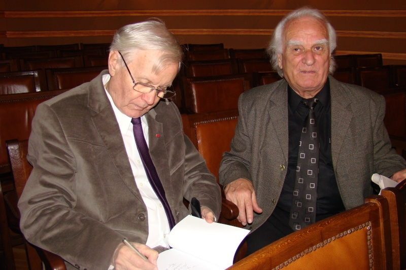 """Festivalul Internaţional de Poezie """"Grigore Vieru""""-Iasi si Chisinau- editia 2011  Festiv16"""