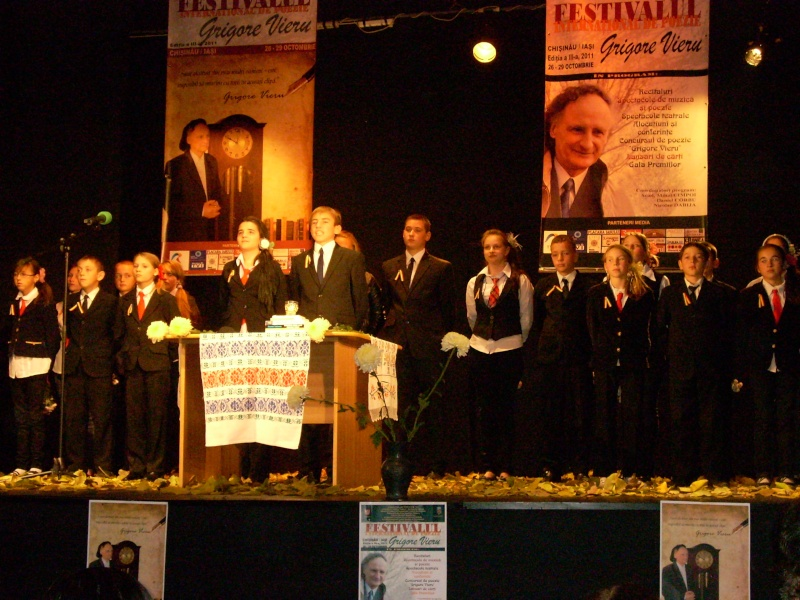 """Festivalul Internaţional de Poezie """"Grigore Vieru""""-Iasi si Chisinau- editia 2011  Festiv40"""