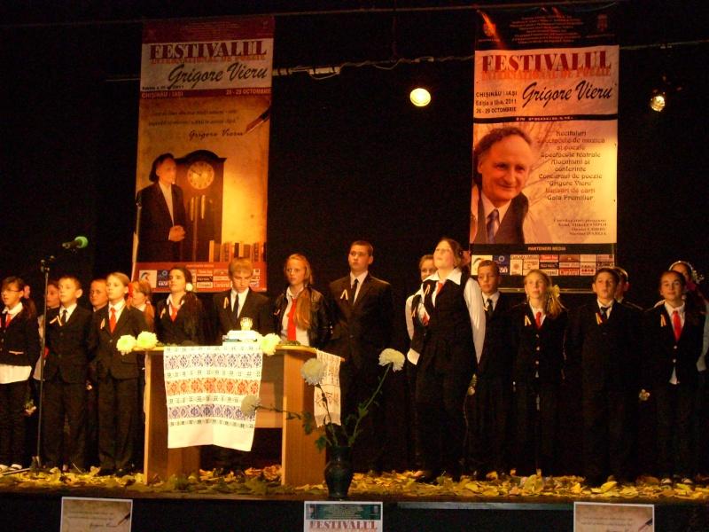 """Festivalul Internaţional de Poezie """"Grigore Vieru""""-Iasi si Chisinau- editia 2011  Festiv41"""