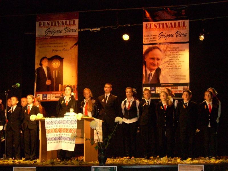 """Festivalul Internaţional de Poezie """"Grigore Vieru""""-Iasi si Chisinau- editia 2011  Festiv42"""