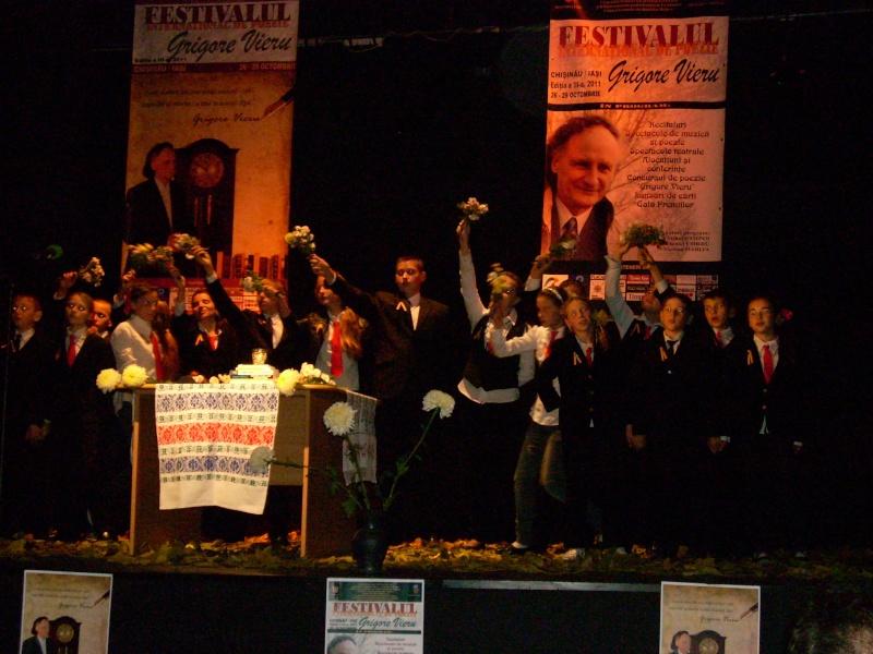 """Festivalul Internaţional de Poezie """"Grigore Vieru""""-Iasi si Chisinau- editia 2011  Festiv44"""