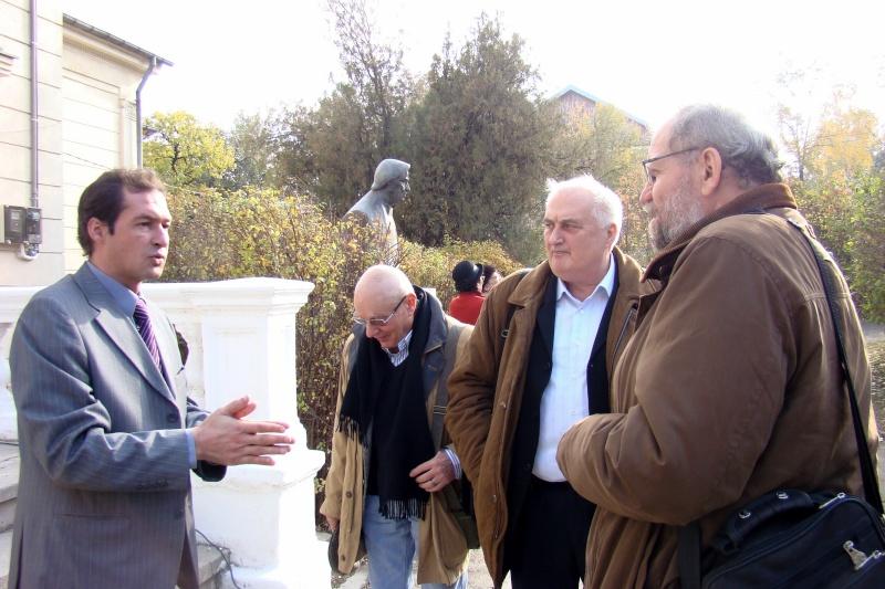 """FESTIVALUL CONCURS NAŢIONAL DE PROZĂ  """"MIHAIL SADOVEANU""""EDIŢIA a II-a, IAŞI, 4-6 noiembrie 2011 Festiv71"""