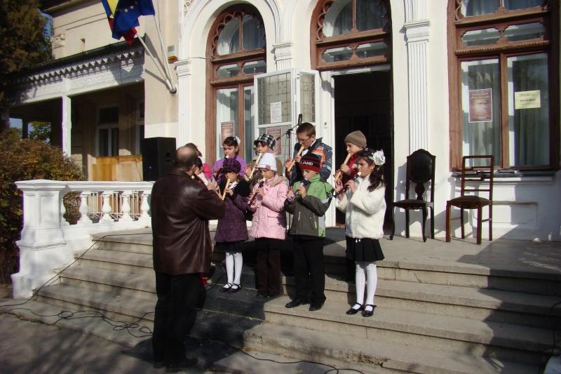 """FESTIVALUL CONCURS NAŢIONAL DE PROZĂ  """"MIHAIL SADOVEANU""""EDIŢIA a II-a, IAŞI, 4-6 noiembrie 2011 Festiv85"""