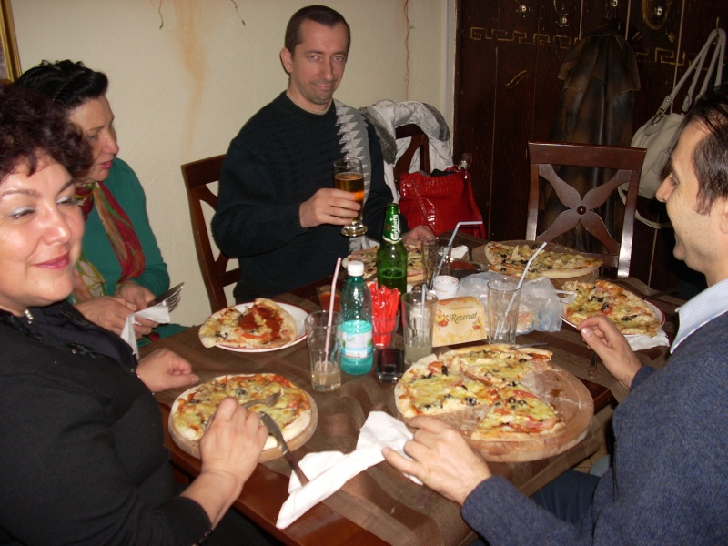 La o pizza cu prietenii La_o_p20