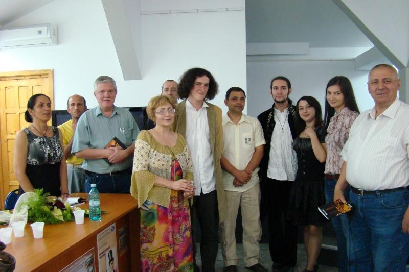 Lansare de cărţi - poezie gotică - Dorina NECULCE-11 mai 2012 Lansa117