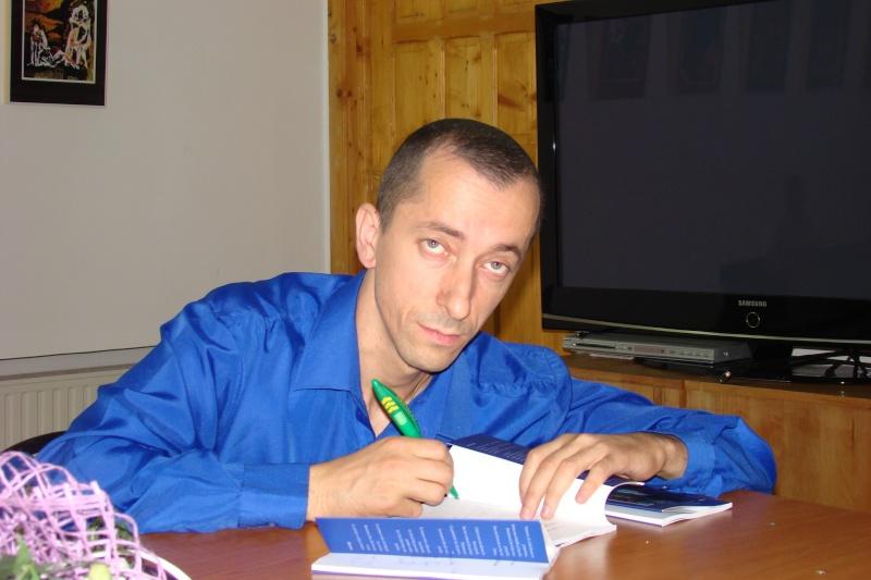 Şedinţa a XVII-a Cenaclului U.P.-Lansare de carte-Ovidiu Raul Vasiliu-22 sept 2011 Lansar41