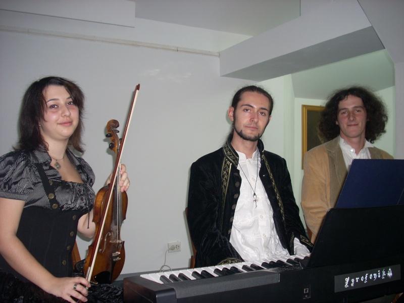 Lansare de cărţi - poezie gotică - Dorina NECULCE-11 mai 2012 Lansar96