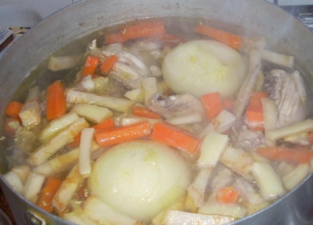 Ciorbe,supe, borsuri de legume si cu carne Mancar37