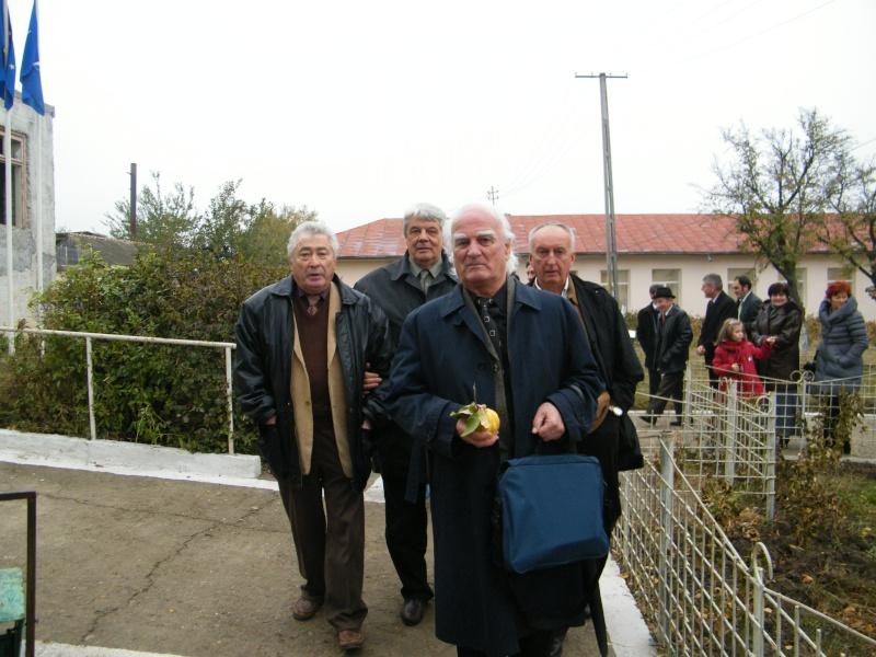 """ZIUA ŞCOLII """"DUMITRU POPA"""" Mogoşeşti-Iaşi-22 octombrie 2011 Mogose20"""