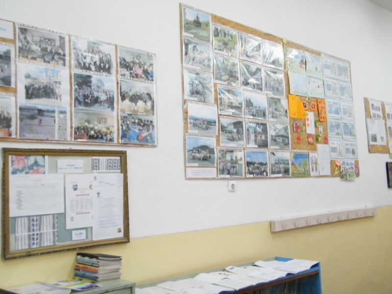 """ZIUA ŞCOLII """"DUMITRU POPA"""" Mogoşeşti-Iaşi-22 octombrie 2011 Mogose23"""