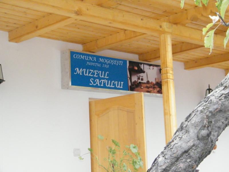 """ZIUA ŞCOLII """"DUMITRU POPA"""" Mogoşeşti-Iaşi-22 octombrie 2011 Mogose28"""