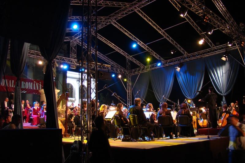 """""""Magia serii în sunet şi lumină"""" cu Opera Română Iaşi-17 sept 2011 Opera_11"""