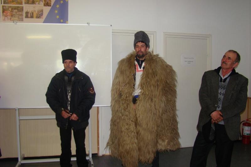 """Manifestări dedicate omagierii poetului Mihai Eminescu la şcoala """"Ioanid Romanescu"""" din Româneşti Romane31"""