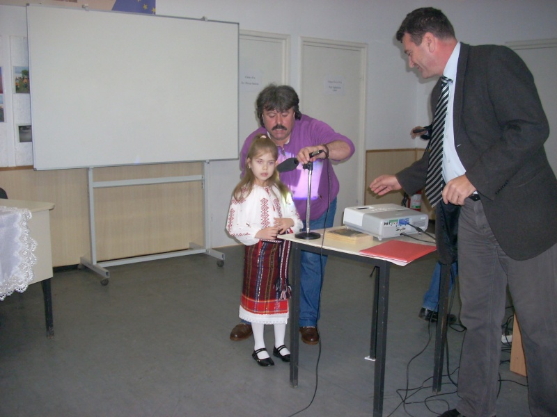 """Manifestări dedicate omagierii poetului Mihai Eminescu la şcoala """"Ioanid Romanescu"""" din Româneşti Romane34"""