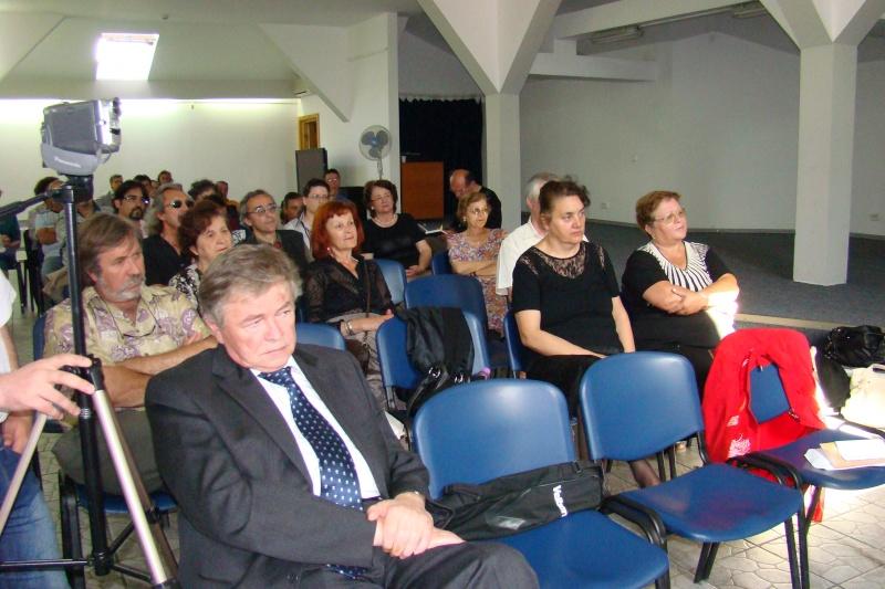 """07 iulie 2011-Sedinta a XV-a A Cenaclului U.P.-Lansare de carte-""""Răscrucea Destinului""""-Vasilica Ilie  Vasili14"""
