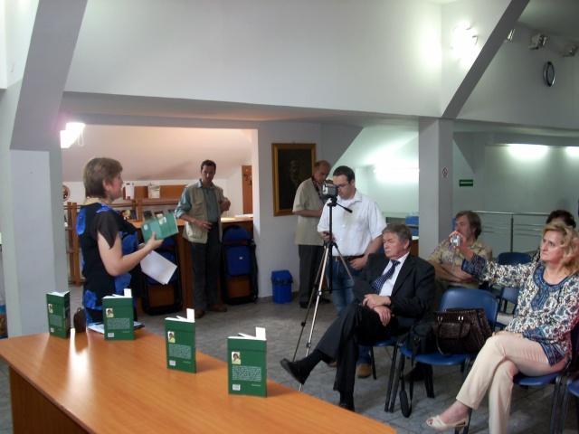 """07 iulie 2011-Sedinta a XV-a A Cenaclului U.P.-Lansare de carte-""""Răscrucea Destinului""""-Vasilica Ilie  Vasili32"""