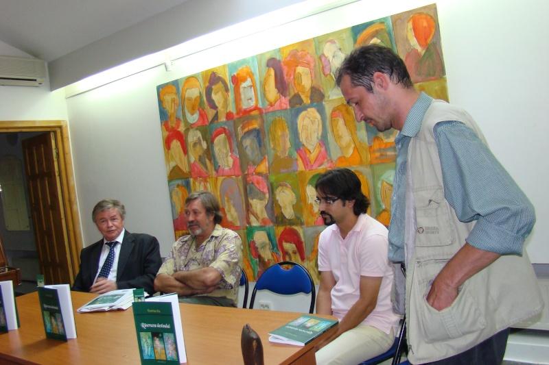 """07 iulie 2011-Sedinta a XV-a A Cenaclului U.P.-Lansare de carte-""""Răscrucea Destinului""""-Vasilica Ilie  Vasili35"""