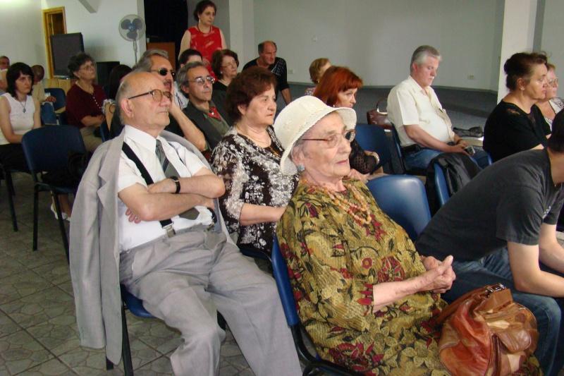 """07 iulie 2011-Sedinta a XV-a A Cenaclului U.P.-Lansare de carte-""""Răscrucea Destinului""""-Vasilica Ilie  Vasili39"""