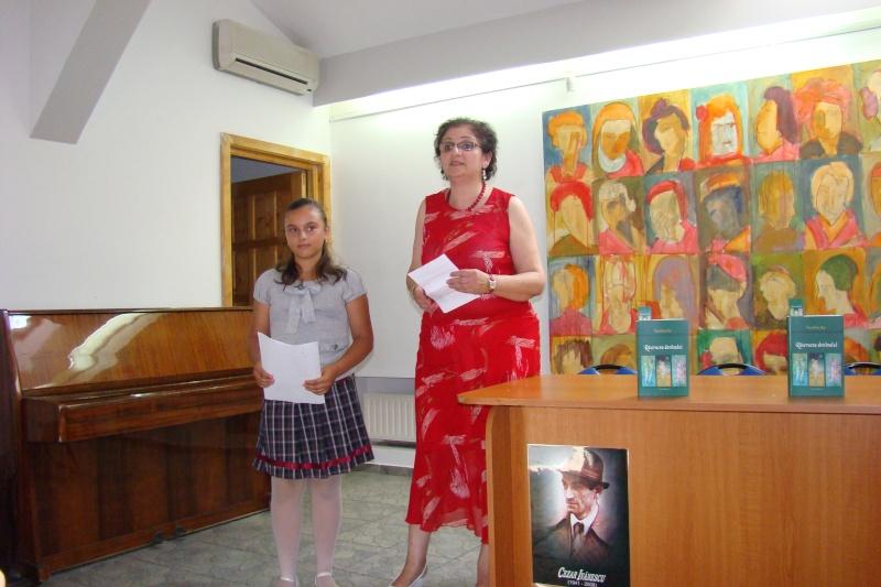 """07 iulie 2011-Sedinta a XV-a A Cenaclului U.P.-Lansare de carte-""""Răscrucea Destinului""""-Vasilica Ilie  Vasili40"""