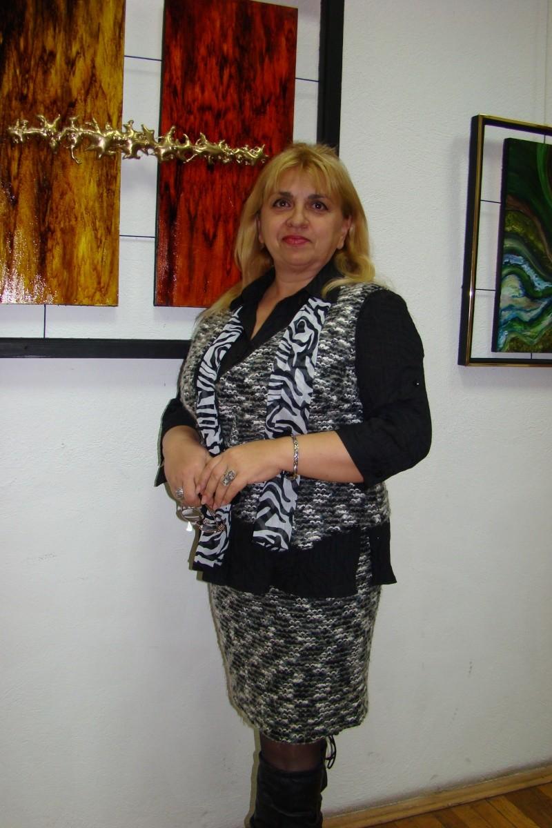 Vernisajul expoziţiei de pictură ART D`ECHO - autor-Liliana Nastas Brătescu-07 dec 2011 Verni220