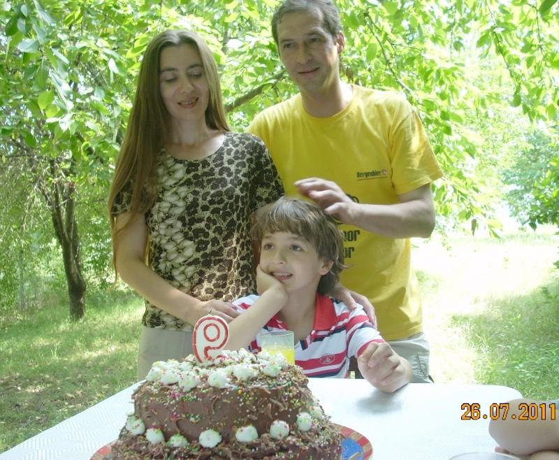O familie fericita-familia Apetroaie-azi Tudorel a implinit 9 ani. Ziua_l10
