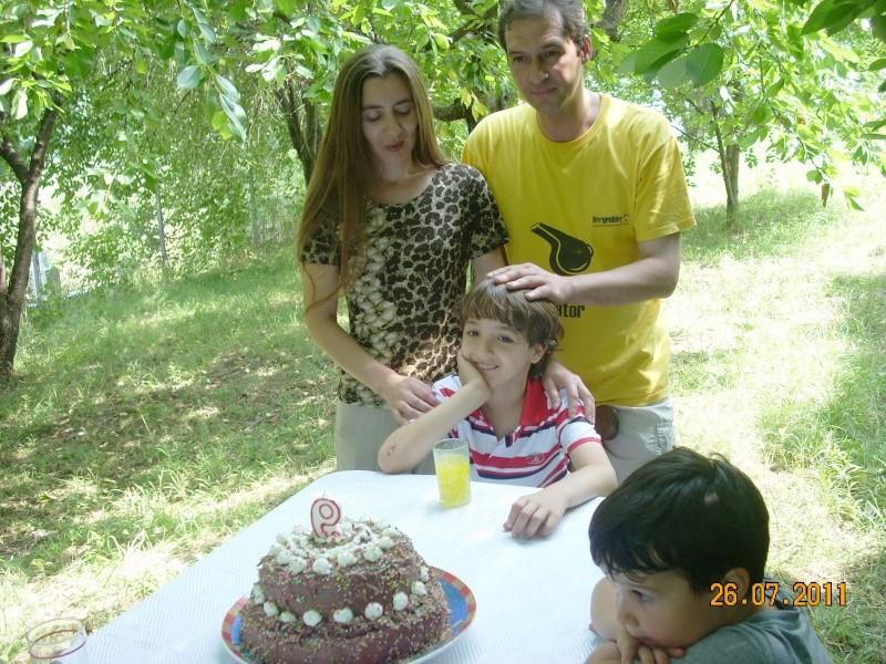 O familie fericita-familia Apetroaie-azi Tudorel a implinit 9 ani. Ziua_l12