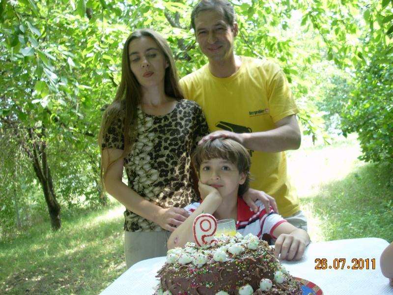 O familie fericita-familia Apetroaie-azi Tudorel a implinit 9 ani. Ziua_l13