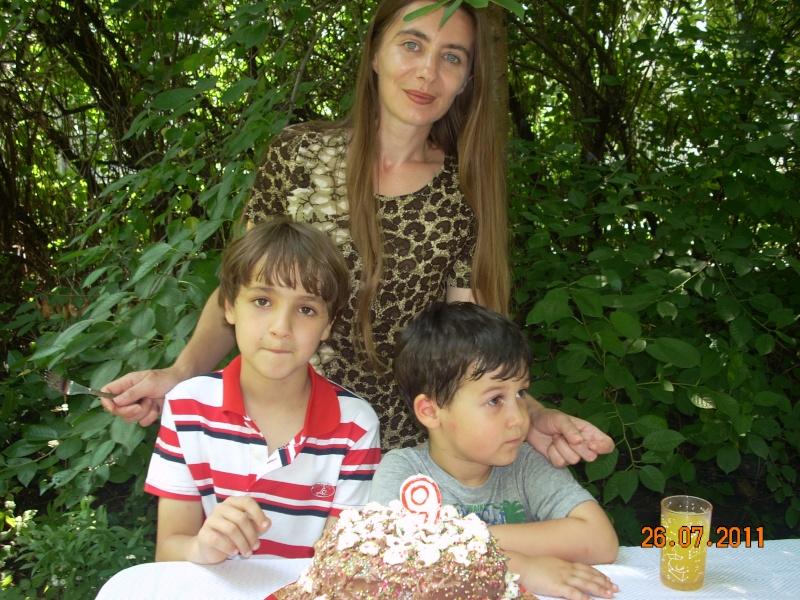 O familie fericita-familia Apetroaie-azi Tudorel a implinit 9 ani. Ziua_l16