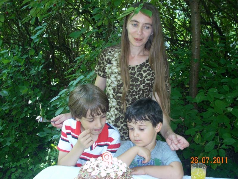 O familie fericita-familia Apetroaie-azi Tudorel a implinit 9 ani. Ziua_l17