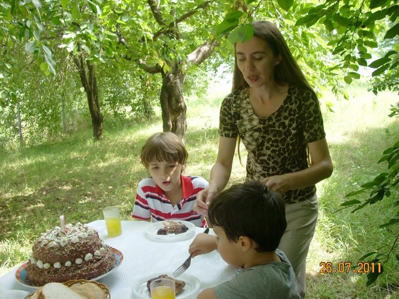 O familie fericita-familia Apetroaie-azi Tudorel a implinit 9 ani. Ziua_l18