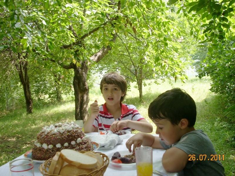 O familie fericita-familia Apetroaie-azi Tudorel a implinit 9 ani. Ziua_l20