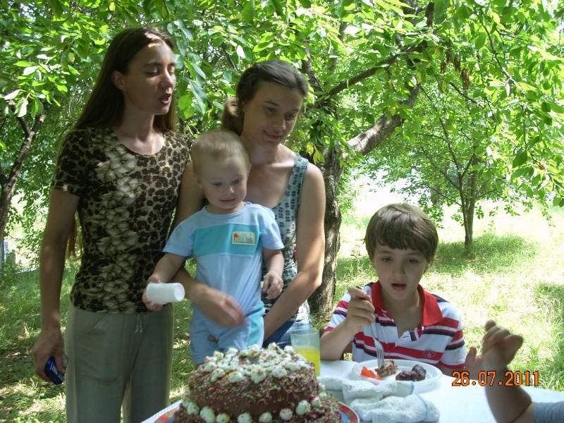 O familie fericita-familia Apetroaie-azi Tudorel a implinit 9 ani. Ziua_l22