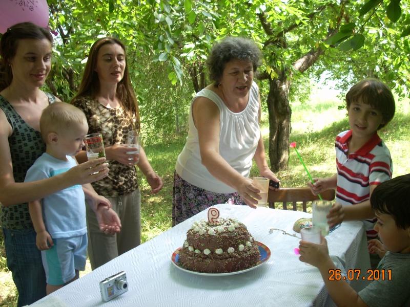 O familie fericita-familia Apetroaie-azi Tudorel a implinit 9 ani. Ziua_l26