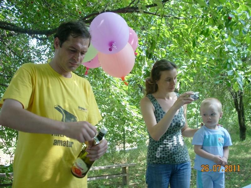 O familie fericita-familia Apetroaie-azi Tudorel a implinit 9 ani. Ziua_l32