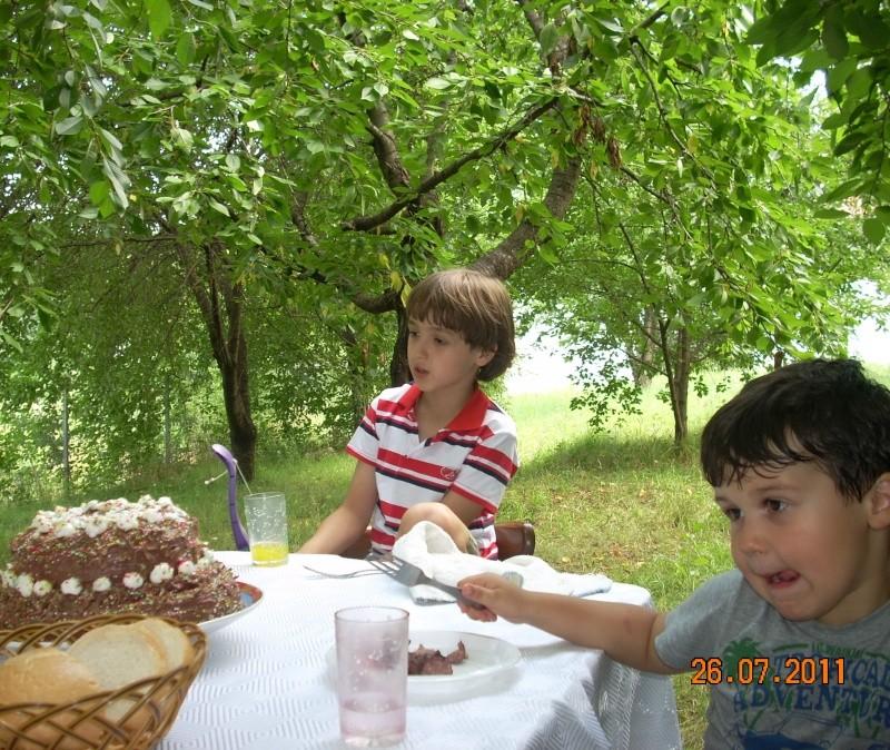 O familie fericita-familia Apetroaie-azi Tudorel a implinit 9 ani. Ziua_l35