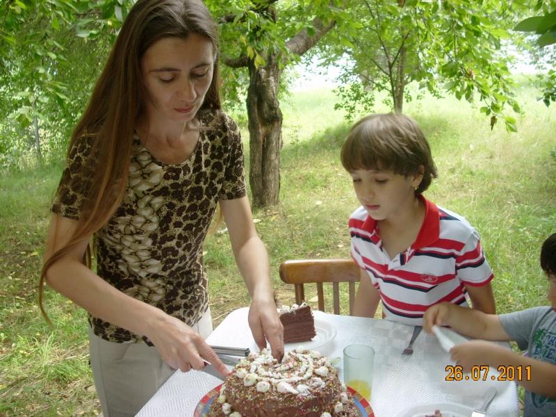 O familie fericita-familia Apetroaie-azi Tudorel a implinit 9 ani. Ziua_l37