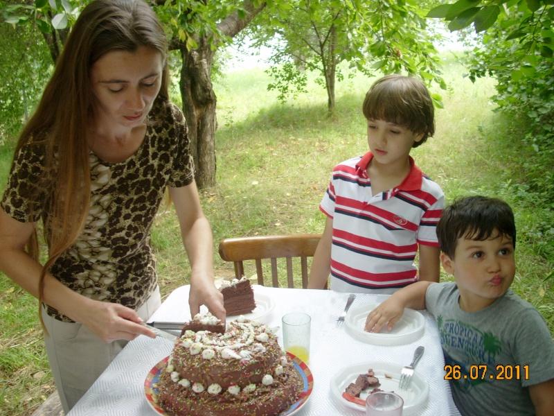 O familie fericita-familia Apetroaie-azi Tudorel a implinit 9 ani. Ziua_l38