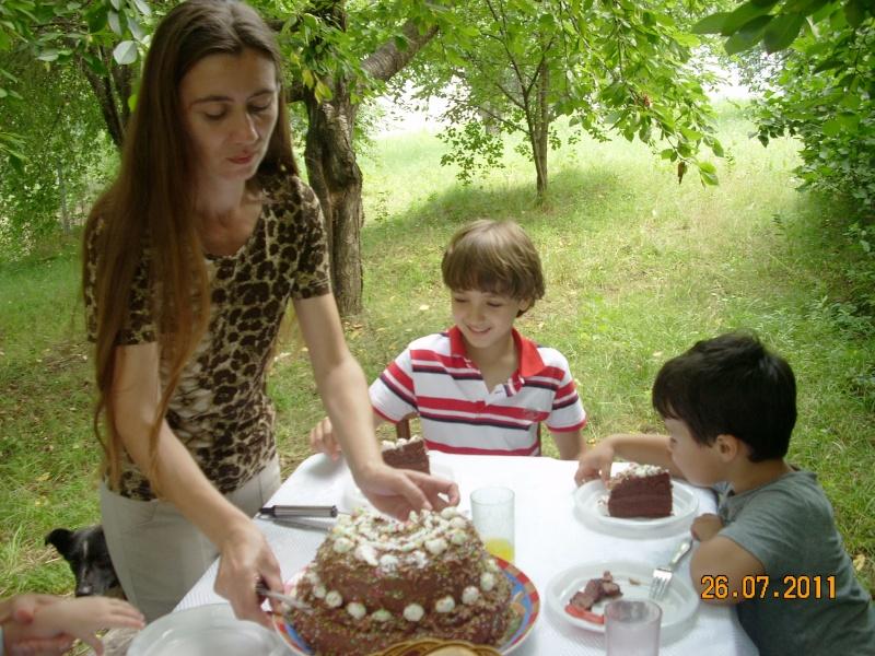 O familie fericita-familia Apetroaie-azi Tudorel a implinit 9 ani. Ziua_l39