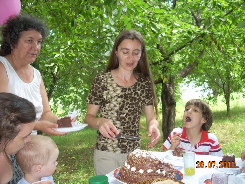 O familie fericita-familia Apetroaie-azi Tudorel a implinit 9 ani. Ziua_l40