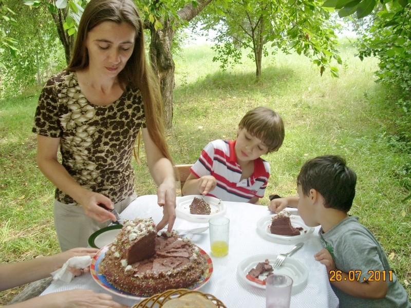 O familie fericita-familia Apetroaie-azi Tudorel a implinit 9 ani. Ziua_l41