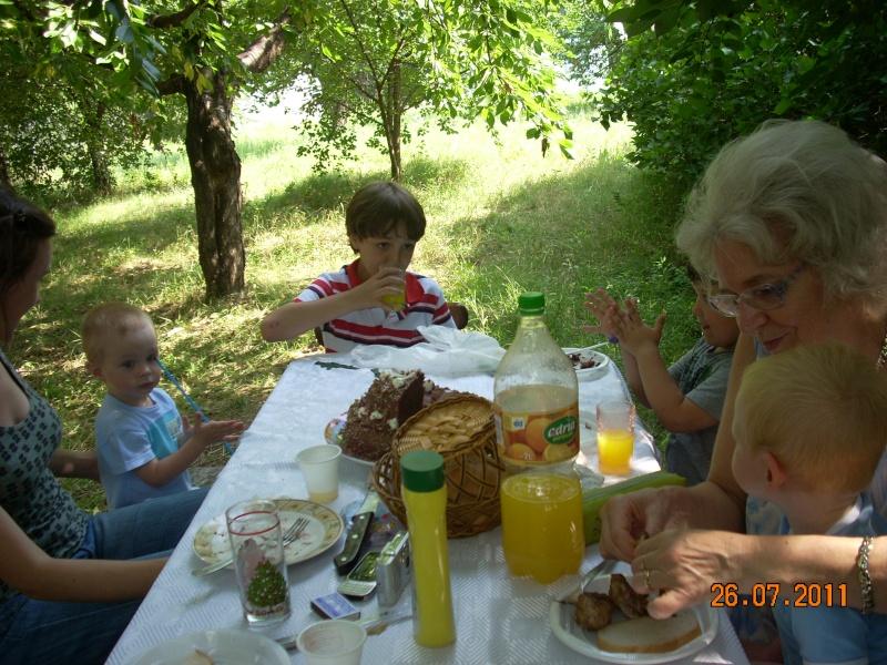 O familie fericita-familia Apetroaie-azi Tudorel a implinit 9 ani. Ziua_l43